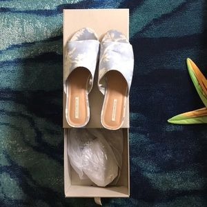 New urban outfitters sandals